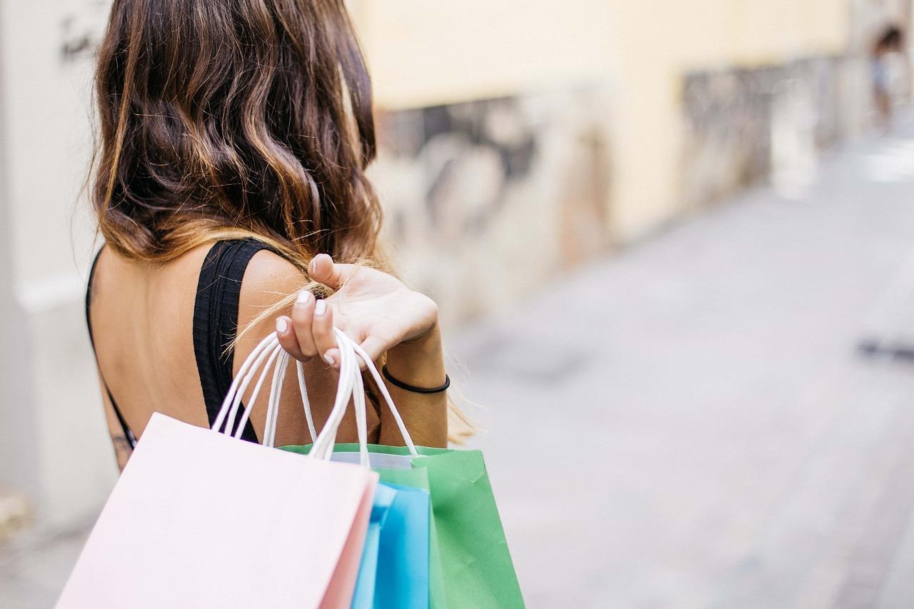 Plastica, carta, riutilizzabili: quali borse usare?