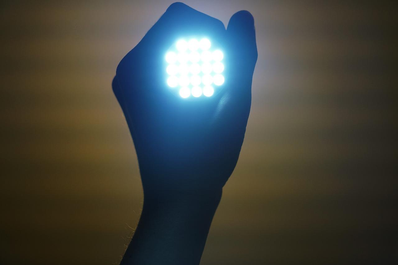 Torcia X-Light®: 1000 lumen proiettati fino a 500 mt.!